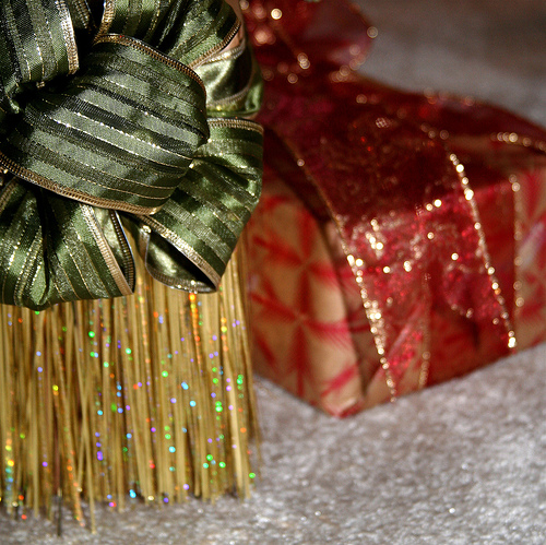 Should You Suggest Gift Exchange Rules for Your Extended Family