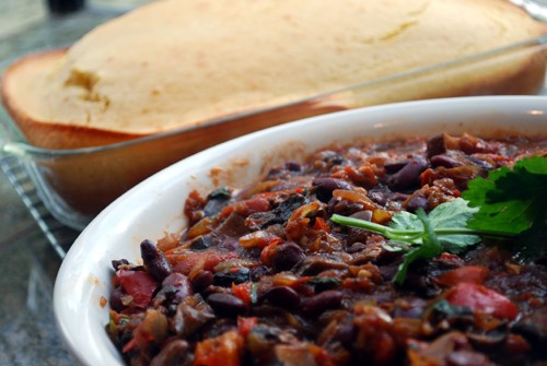 Frugal Winter Recipe: Vegetarian Chili and Cornbread