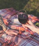 How to Entertain Outdoors Without Breaking the Bank