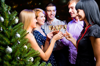 6 Tips for Throwing a Holiday Party for Less